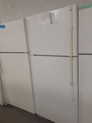 GE top freezer fridge in exelent condition for Sale in Baltimore, MD