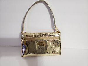 Michael kors wristlet (gold) for Sale in Brooklyn, NY