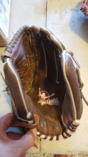 Kids gloves baseball, softball for Sale in Moreno Valley, CA