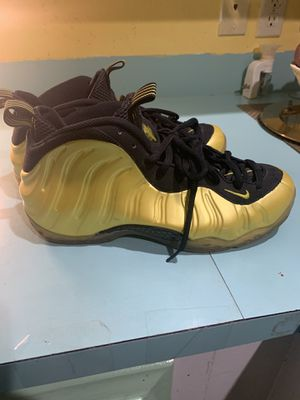 Nike Foams Yellow Size 10 for Sale in Lewisville, TX
