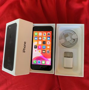 iPhone 7 factory unlock 128GB Black for Sale in Glenview, IL
