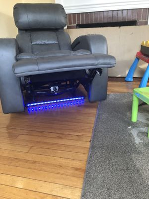 Zenith leather fully loaded recliner for Sale in Detroit, MI