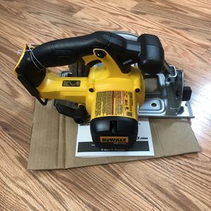 DeWalt 20-Volt MAX Lithium-Ion Cordless 6-1/2 in. Circular Saw (Tool-Only). for Sale in Portland, OR