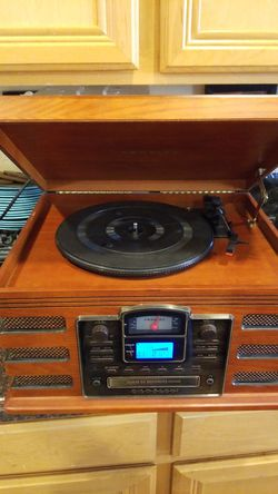 CROSLEY STEREO CD &Recor player Am fm for Sale in Hesperia,  CA
