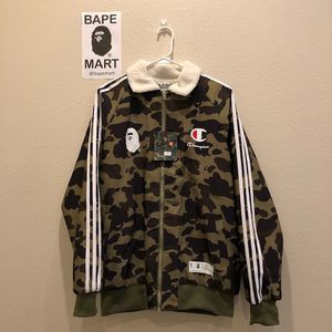 Bape champion sherpa coat camo green (fits like medium/large) for Sale in Los Angeles, CA
