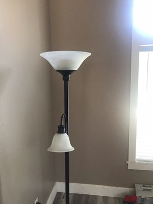 6' floor lamp with reading lamp for Sale in Corona, CA