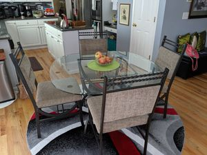 Kitchen Table, Chair and Rug for Sale in Lynnwood, WA