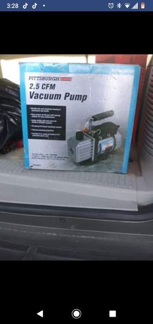 2.5 con vacuum pump for Sale in Modesto, CA