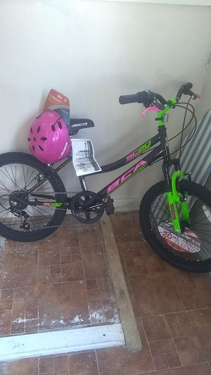 "Girls 20"" mountain bike with helmet for Sale in Manchester, NH"