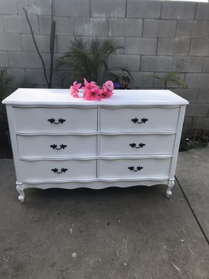 Dresser vintage 6 drawers for Sale in Whittier, CA