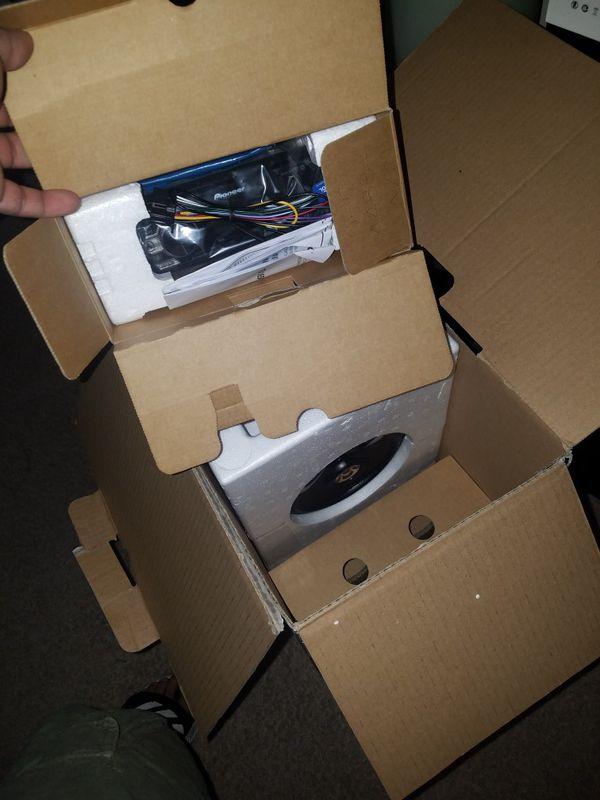 BRAND NEW! Pioneer smartphone integration stereo package with 4 pioneer door speakers