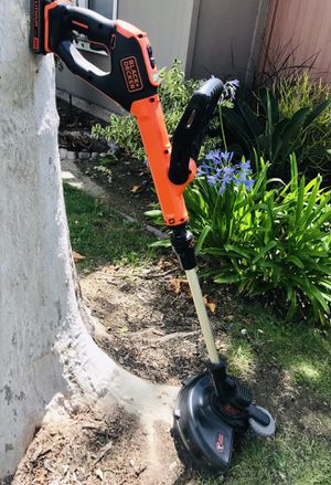 Black and Decker 20 V String Trimmer for Sale in Artesia, CA