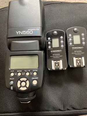 Yongnuo 560 IV Speedlite/Fash with 2 radio triggers for Nikon. for Sale in Colonial Heights, VA