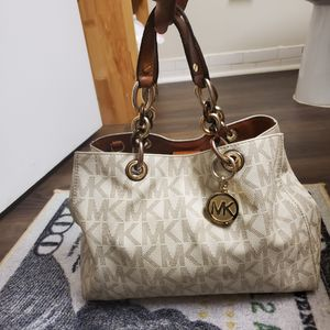 Michael kors hand bag for Sale in Wheaton, MD