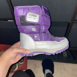 Girl Snow Boots Size 1.5 for Sale in Los Angeles, CA