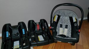 Graco click connect infant car seat with 2 bases for Sale in Brentwood, CA