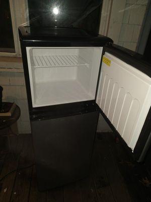 Mini Magic Chef 4.5-Cu. Ft. Mini Refrigerator with Top-Mount Freezer for Sale in Norfolk, VA