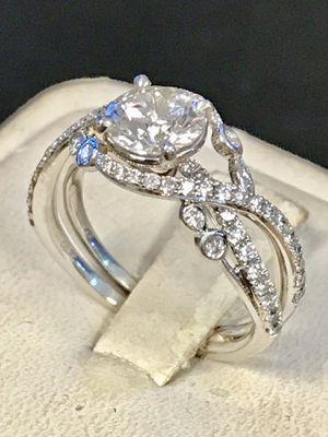 White gold diamond ring for Sale in Wyandotte, MI