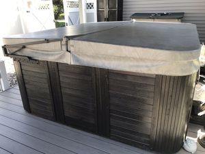 Catilina xl hot tub for Sale in Southington, CT
