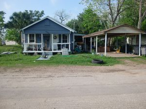 """4 Bedroom/2 Bathroom House with 1 BR/1BA """"Mother in Law House"""" for Sale in Victoria, TX"""