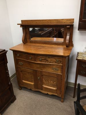 Beautiful mirrored dresser, well carved, 3 drawers + cabinet for Sale in Manalapan Township, NJ