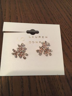 Set of Lauren Conrad Sparkle Earrings and Rings sz 7.5 BRAND NEW for Sale in Hartford, CT