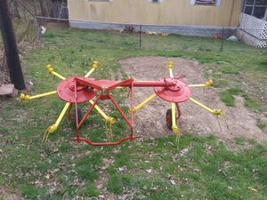 Kuhn Hay Tedder w/ 3 point hitch for Sale in Bridgeport, WV