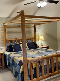Lodge Pole Pine King Canopy Bedroom Set! for Sale in Vancouver,  WA