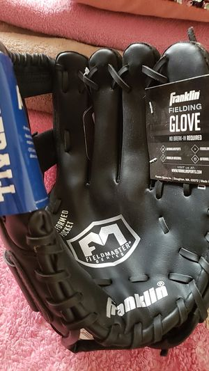 Baseball glove new for Sale in Downey, CA