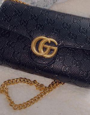 Gucci crossbody wallet for Sale in Las Vegas, NV