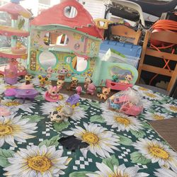 Little Pet Shop. Girls Play House for Sale in Bell,  CA