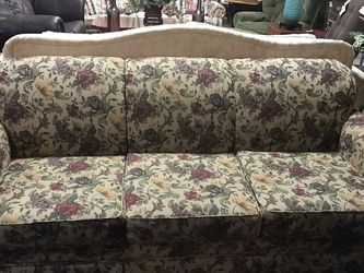 Broyhill Floral Sleeper Sofa for Sale in Marietta,  GA