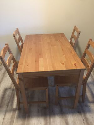 Dining table with 4 chairs for Sale in Everett, WA