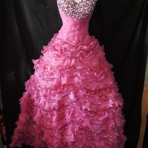 Quinceanera dress With Shoulder Cover for Sale in Garland, TX