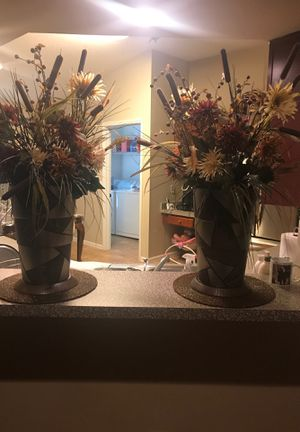 Two vase with flowers for Sale in Gibsonton, FL