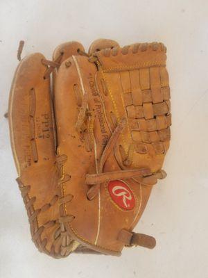 Baseball glove for Sale in Tampa, FL
