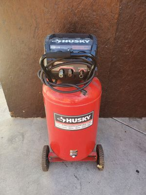 Husky 33 galones for Sale in Los Angeles, CA