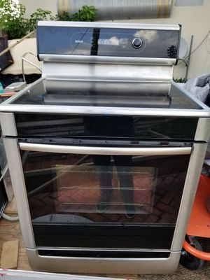 Bosch stainless stove w/oven dishwasher and microwave for Sale in Hialeah, FL