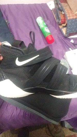 LeBron James Nike Zoom basketball shoes for Sale in Portland, OR