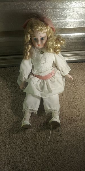 Porcelain doll for Sale in Fresno, CA