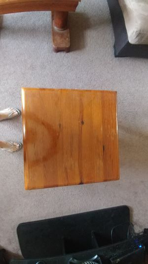 End table for Sale in Smithville, MO