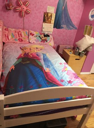 Twin bed and mattress for Sale in Queens, NY