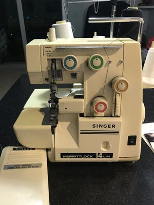 Singer Merrittock 14U44 Serger machine for Sale in Miami, FL