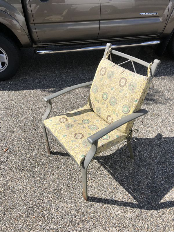 Outdoor chairs/patio furniture