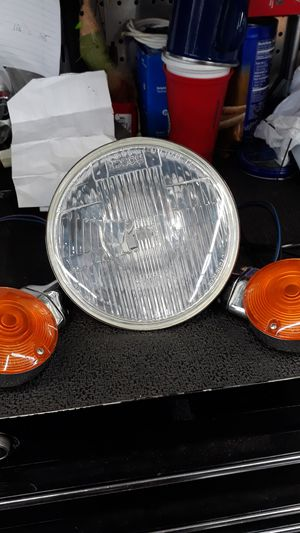 Harley davidson road king head light and turn signal lights $60.00 OBO for Sale in Los Angeles, CA