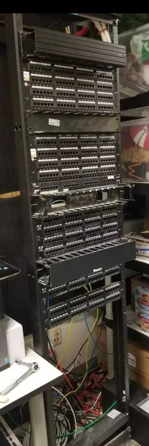 2 post full size rack for Sale in Hialeah, FL