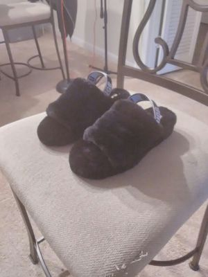 UGG Fluff Yeah Slippers SIZE 7 for Sale in Houston, TX