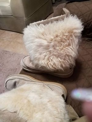 Ugg fur boots size 9 for Sale in El Paso, TX