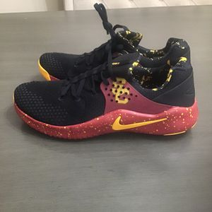 NIKE FREE TR 8 USC for Sale in Los Angeles, CA