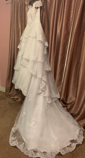 Ball gown ,off the shoulders , layered, v neck , adjustable lace back White wedding dress + Lace Applique Edge Bridal Veils for Sale in Dearborn, MI